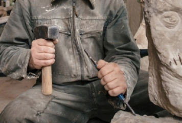 Main differences between hammers and mallets for sculpting