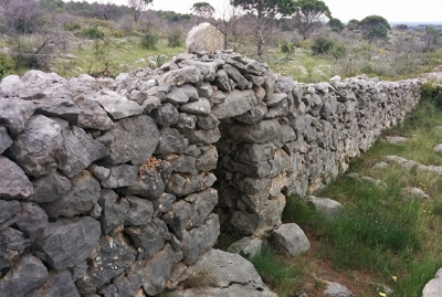 Different types of dry stone constructions